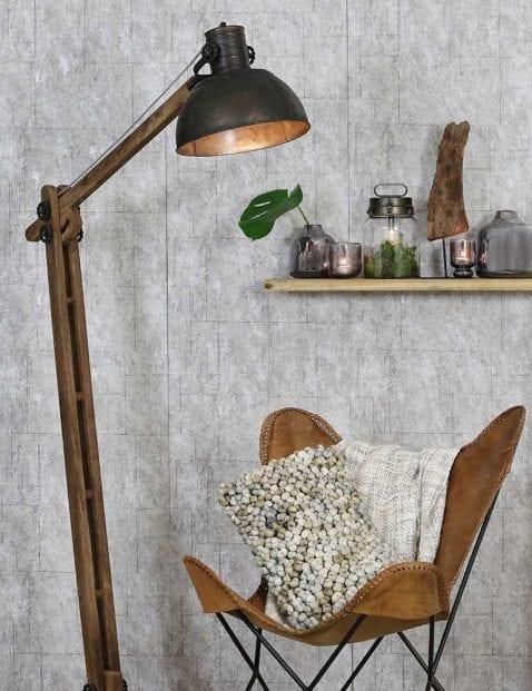 Landelijke-houten-vloerlamp-met-zwarte-kap-1
