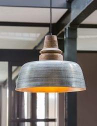 Zilveren-hanglamp-met-houten-opzetstuk-1
