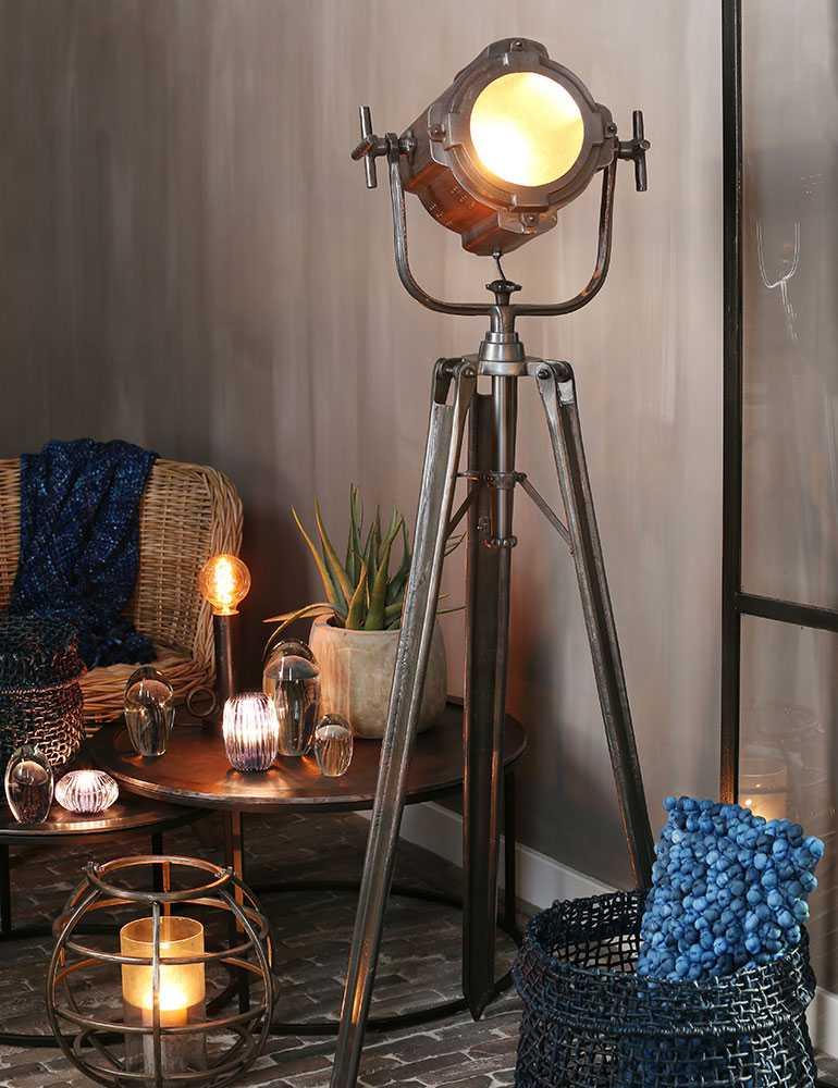 Zwarte driepoot staande lamp industrieel light living for Industriele staande lamp