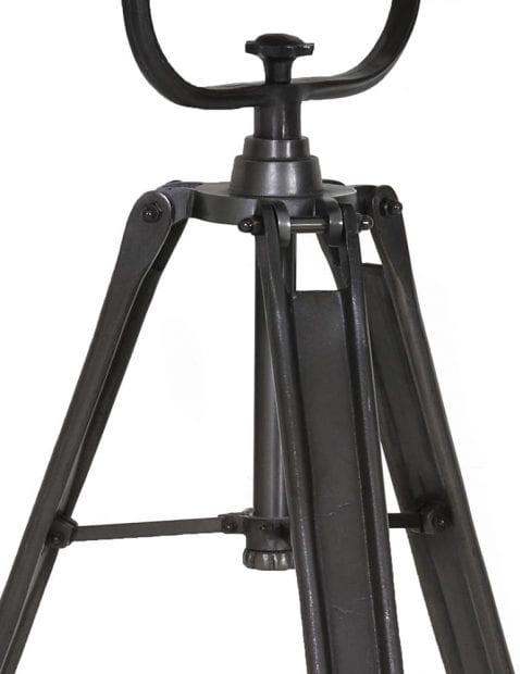 zwarte-driepoot-staande-lamp-industrieel-1-478x621 (4)