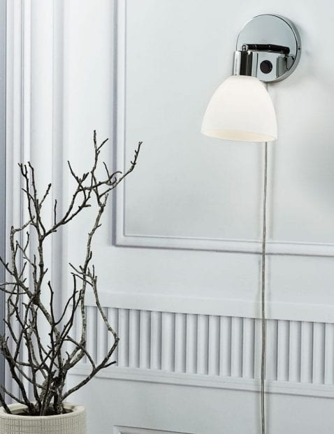 Chromen-wandlamp-met-witte-kap-2350CH-1