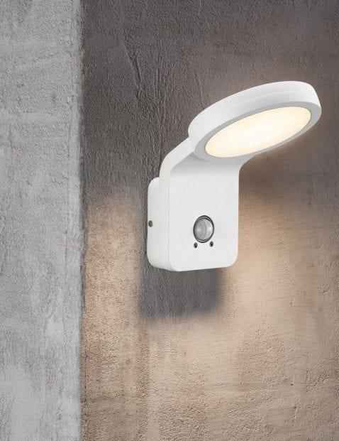 Led-lamp-met-bewegingssensor-2325W-1