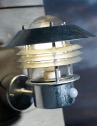 Stalen-robuusten-buitenwandlamp-2401ST-1