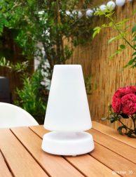 Kegelvormige tafellamp voor buiten wit